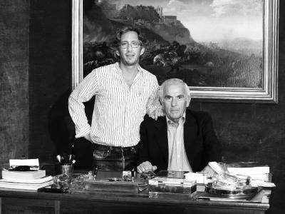 Fabio Massimo col figlio Tommaso, nella galleria di via del Babuino a Roma.