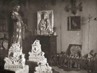 01__Fotografo non identificato, Sala con opere già in collezione Ferroni, aristotipo, mm 190x240 (1909 ca.), inv. 190321